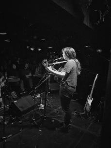 Alexandra Babiak (guitar and vocals) © Clio Em